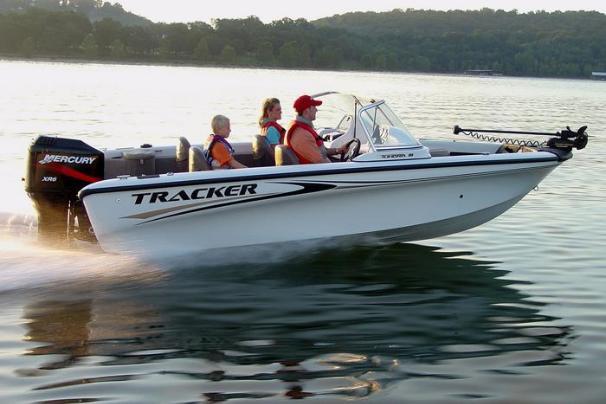 «Моторка» Tracker Tundra