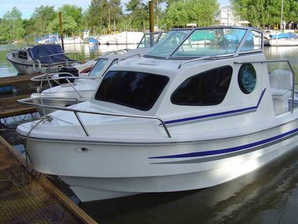 Boats specifications for Best small cabin boats