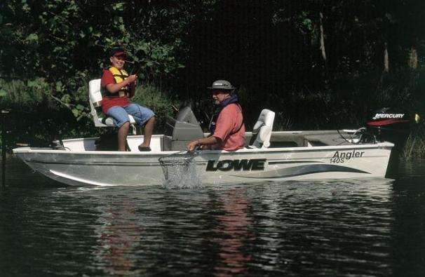 2005 Lowe Angler AN140S